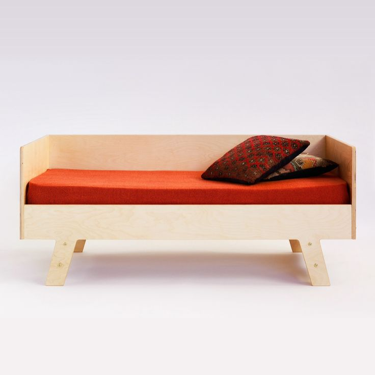 Modl. Kids bed. Plywood.