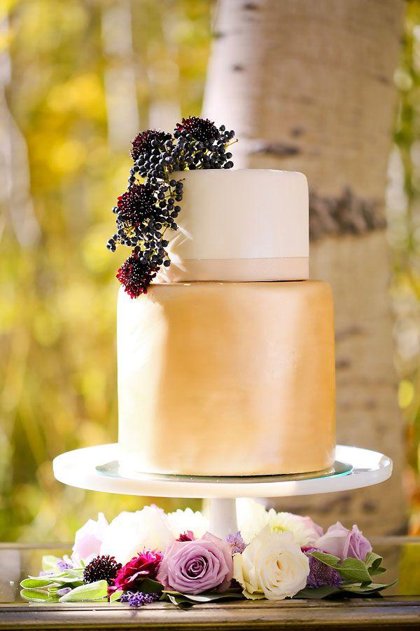 gold sheen wedding cake Utah aspen gold wedding inspiration Photo by Pepper Nix Design by Michelle Leo Events
