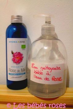 Aujourd'hui je vais vous mettre ma petite recette d' eau nettoyante Home Made que j'utilise pour BébéGlue. Elle est 100% naturelle , doucement parfumée à la rose et topissime . Je l'utilise pour le débarbouillage du matin : visage, main, siège mais aussi...