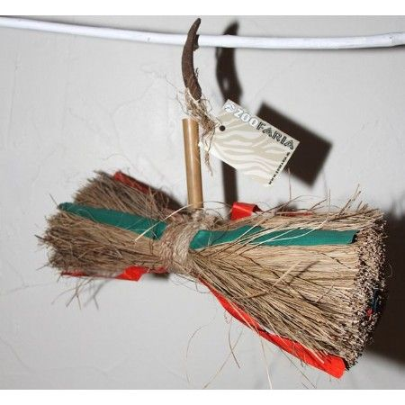 ZooFaria Parrot Loop  Een natuurlijk speeltje om lekker mee te frutselen.  30cm. breed !!