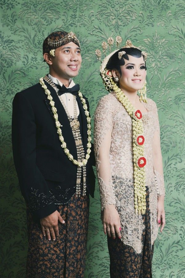 Jakarta wedding featured in Wedding Guide Asia / Photo by Antijitters Photography http://www.weddingguideasia.com/wed/real-wedding-the-star-wars-wedding/
