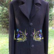 haftowany płaszcz z wełny