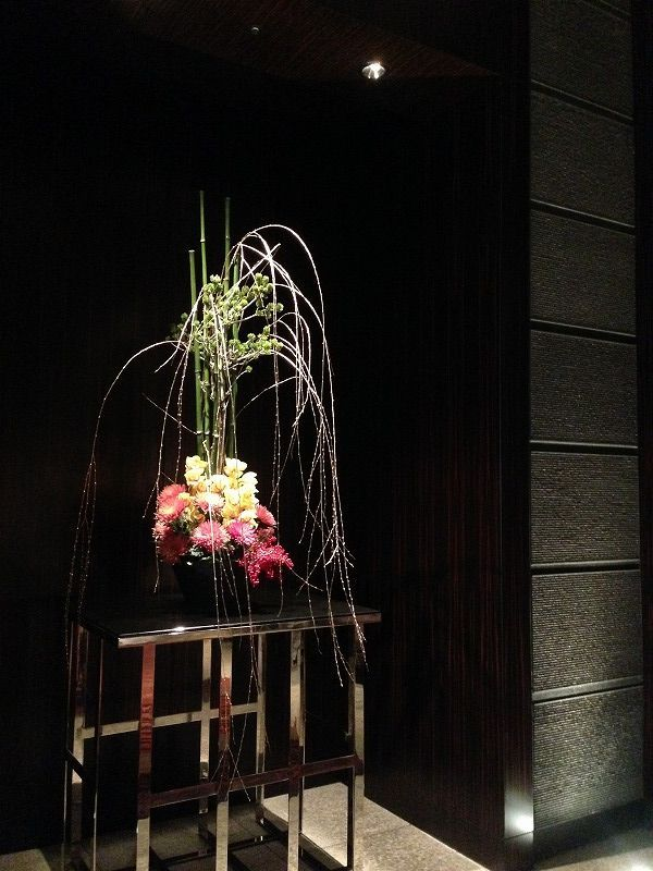 お花の仕事をはじめた頃から、やりたかったこと。年末年始ずっとやりたかったのは、都内の有名ホテルのお正月装飾を見に行くこと。でも、花業界で働き始めたらとてもそれどころではなく(年末はぎりぎりまで仕事、年始も仕事もしくは休みでも体力回復せず)。
