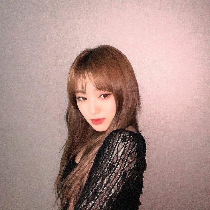 Pin oleh IU Hama di IZONE (아이즈 원)   Wanita cantik, Wanita, Kim