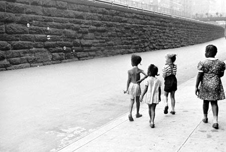 Helen Levitt, New York, c.1940.....just saw some of her work at Color Rush and LOVED IT.