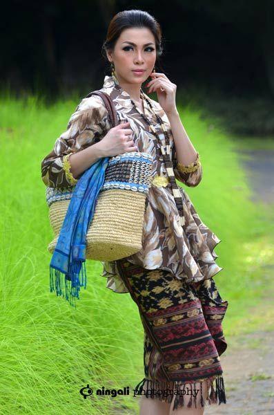 Kebaya Indonesia Magazine Photoshoot #fashionphoto #model #mua #headpiece #beauty #apache #fashion #magazine #kebayaindonesia #photography by #ningaliphotography cp 085643776969