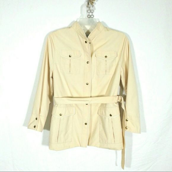 Amazing beige Belted Trench Jacket- Belt, Pockets - Women's knee-length trenchcoat/mid-weight jacket  - Beige w ivory piped trim - High-quality tailoring- Made in Romania 'Club Style' line by Style Chic, Inc. - Peter Pan collar Snap button closure - Belted waistline; belt is permanently attached into the coat lining along the back. - One square flap pocket on each breast - Two vertical flap pockets beneath waist snap button closure.  - One diagonal seam pocket on each hip- also snap close…