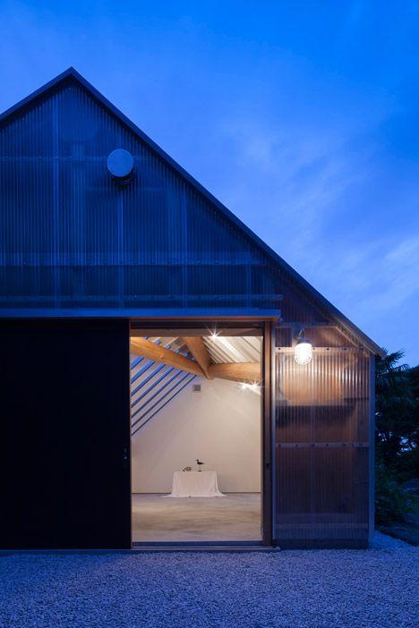 Hojas de plástico corrugado translúcido /Shed Light de FT Arquitectos