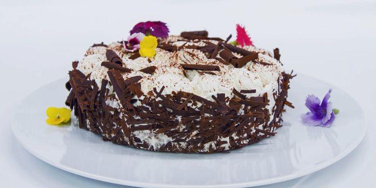 Tort czekoladowy z waniliową bitą śmietaną! Rozkosz dla podniebienia! #intermarche #tort #czekolada