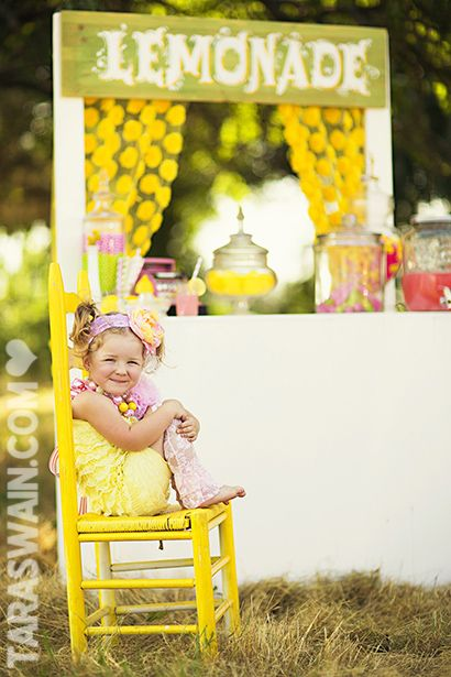 How cute is this little yellow and pink lemonade stand?!?!?!  This would be PERFECT for a children's mini session.