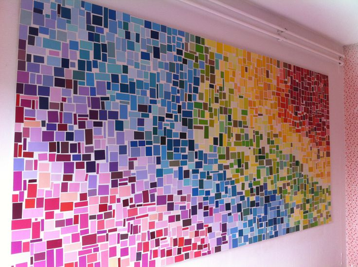 Zelfgemaakt schilderij gemaakt van uitgeknipte verfstalen.. Regenboog kleuren - DIY Colorfull Rainbow paint chips
