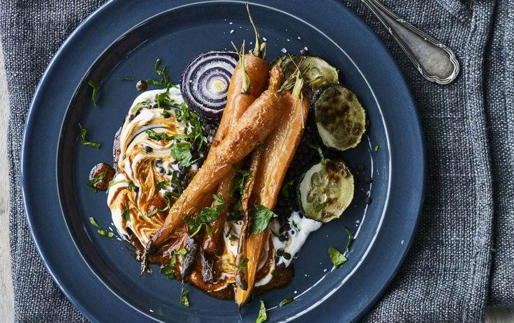 Opskrift på grillede grøntsager med gedeostecreme og linser