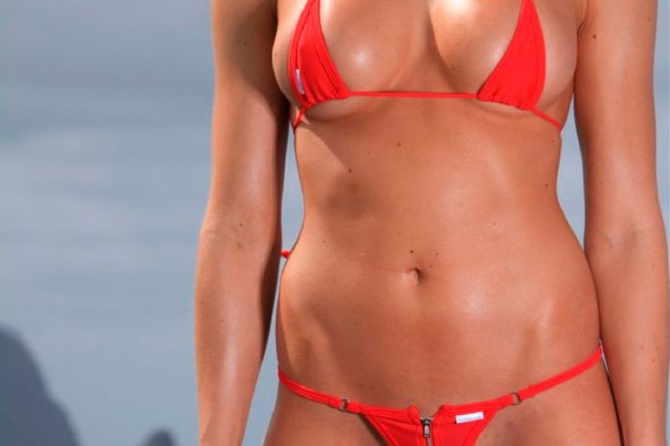 Правильные бикини https://mensby.com/video/hot/4791-girls-minimicro-bikinis-beach  Как должны выглядеть идеальные женские купальные костюмы? Венцом эволюции женской одежды для пляжа и бассейнов являются бикини. Микро-мини бикини!