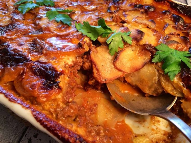 Kartofler og oksekød i fad