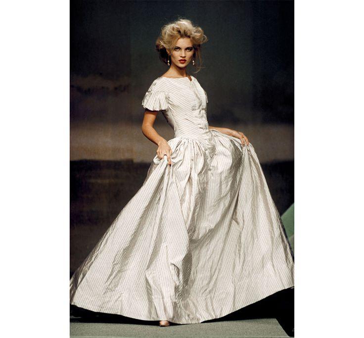 Les robes de mari e mythiques de la haute couture kate for Robe de mariage de kate moss tomber