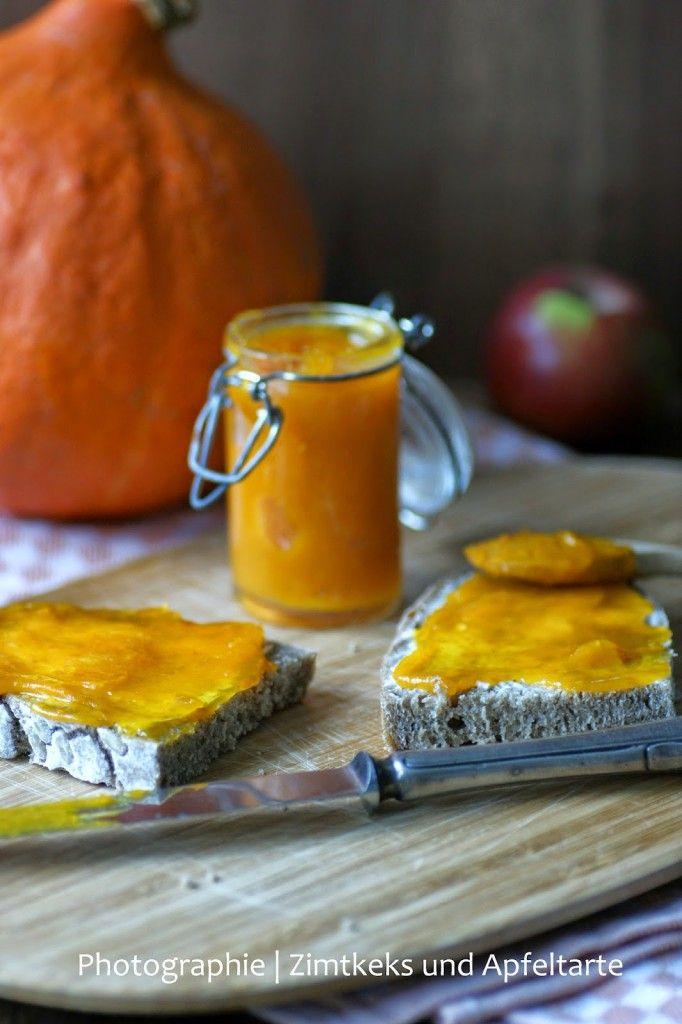 Kürbis-Marmelade ist in meinen Augen der perfekte herbstliche Brotaufstrich und passt auch ganz besonders gut zu Käse, probiert es aus!