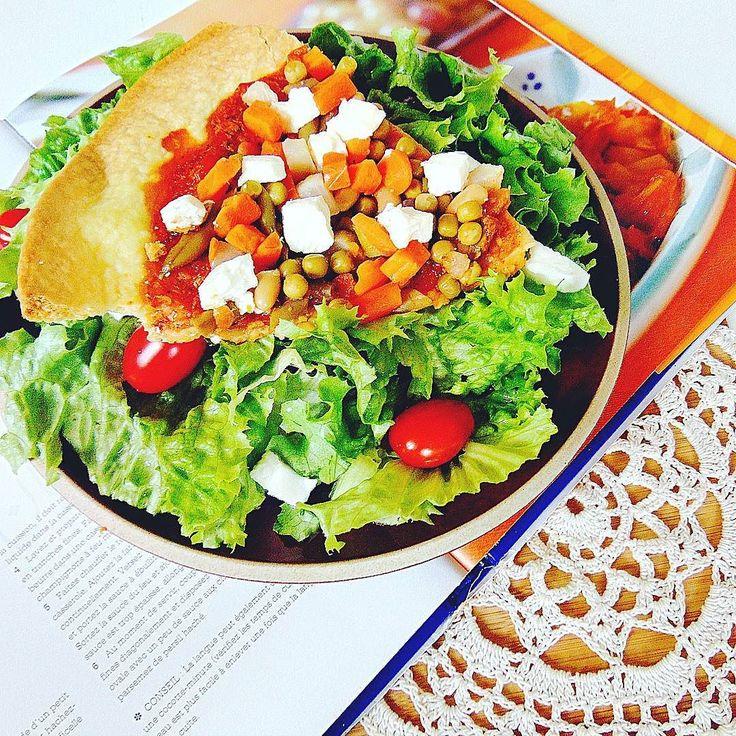 Pizza bardzo warzywna z serem feta. #healthy  #healthyfood  #followall  #fit  #fitness  #instafood  #instafollow  #crochet  #l4l  #like4like #foodporn  #foodphotography  #yummy  #pizza