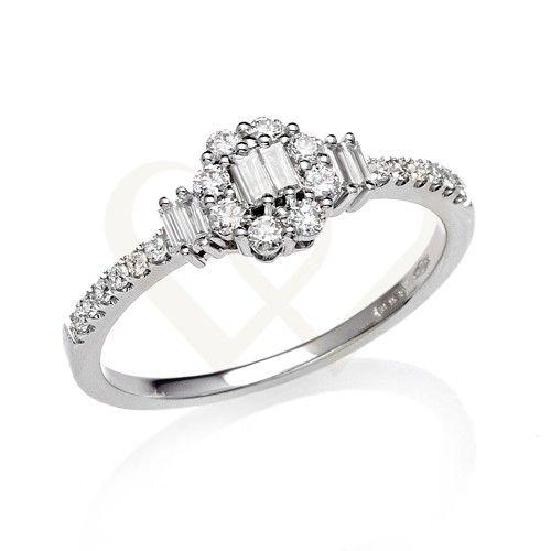 Fehér arany szoliter stílusú eljegyzési gyűrű,  0,39 CT gyémánt kővel. // White gold solitaire style ring with 0,39 CT diamond.