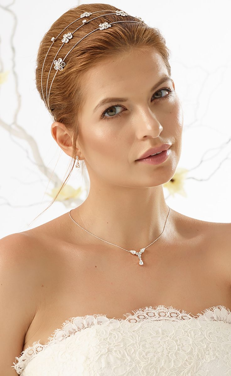 Beautiful tiara D30 and fine necklace N7 with earrings from Bianco Evento #biancoevento #hairstyles #weddingaccessories #hairjewellery #jewellery #weddingjewellery #weddingideas #bridetobe