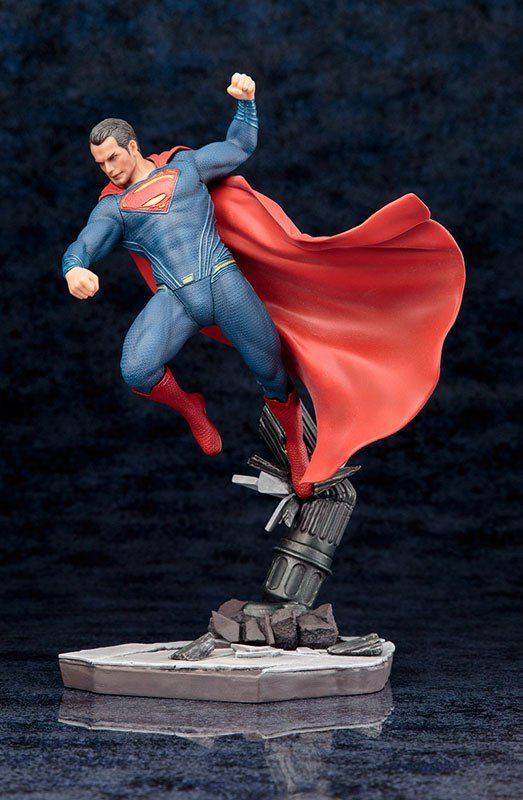 Kotobukiya ARTFX+ Batman vs Superman Dawn of Justice: Superman