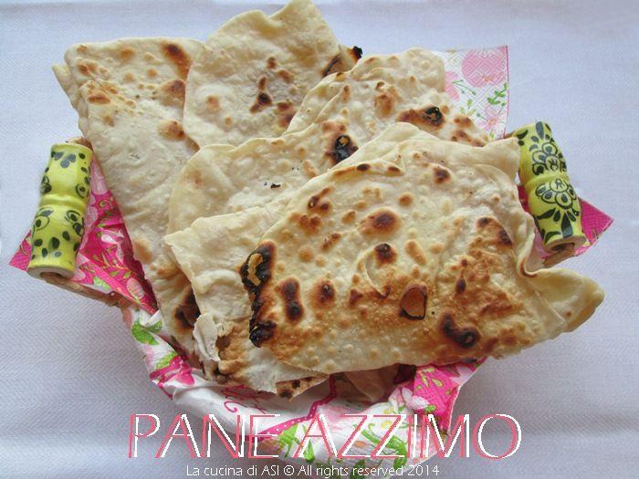 Il pane azzimo è un normale pane fatto con farina di cereali ma non ha alcun lievito; è un pane importante per la religione ebraica e cristiana La cucina di ASI