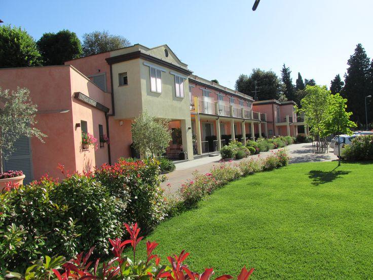 Residence Fiesole, facciata con giardino.