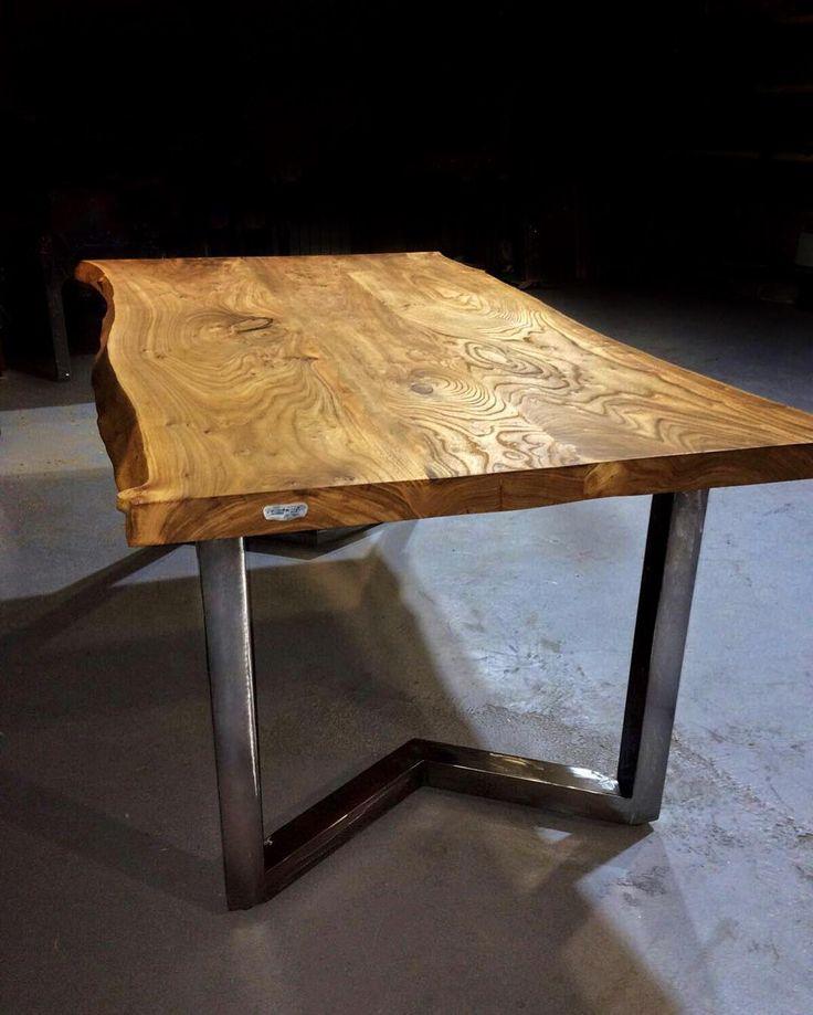 «А вы любите дерево так, как любим его мы? В каждом доме должен быть качественный стол, а заказать такой можете прямо сейчас в нашей мастерской WoodMood!…»