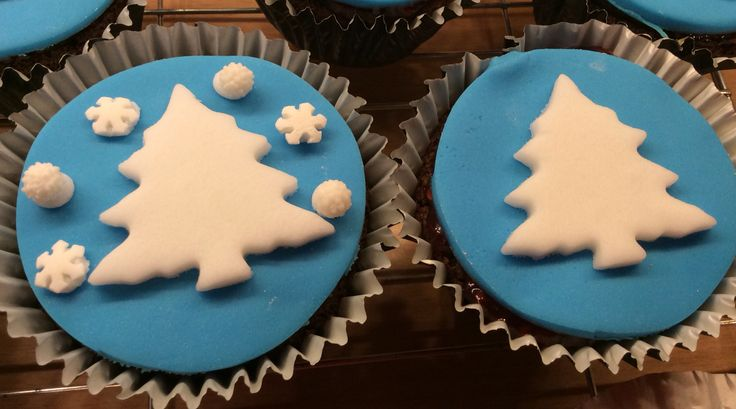 Christmas tree / Frozen cupcakes.