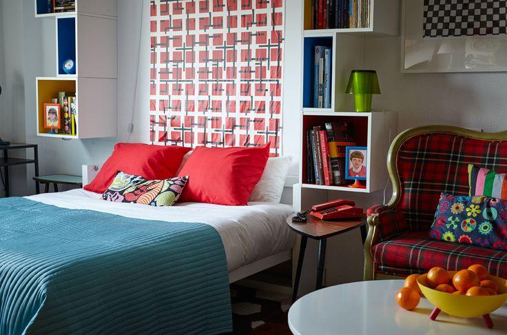 Un lit escamotable permet de créer des zones distinctes dans un espace de vie multi-usages