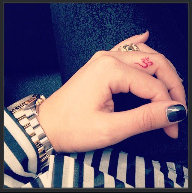 Finger tattoo OM. @Katie Schmeltzer Herr your favorite symbol
