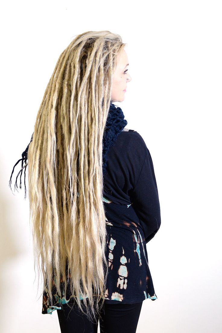 This is Maria, she started her dreadlock Journey one year ago. The other week she came to me to get some dreadlovin done and also some more loose hair in the tips of her dreadlocks to create a more flowy look.