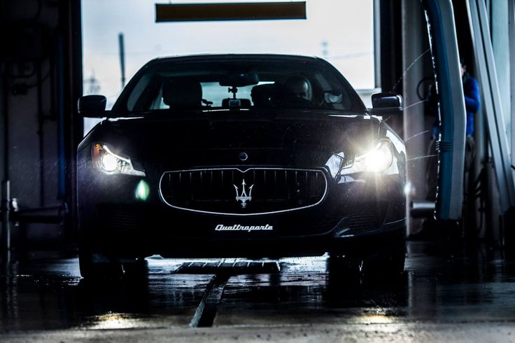 The stage presence of the #Maserati #Quattroporte can turn a car wash into an improvised photo set.
