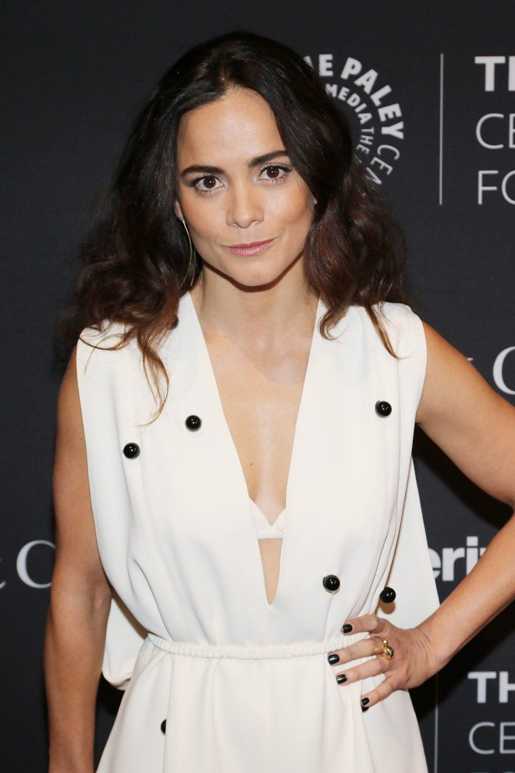 Pin for Later: 10 Things You Need to Know About the New Queen of the South, Alice Braga Her Name Has a Unique Pronunciation It's actually pronounced A-LEE-SEE.