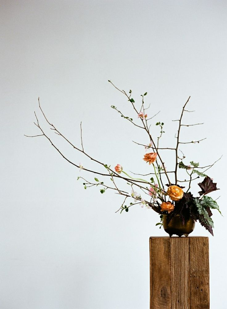 Ikebana aus getrockneten Pflanzen