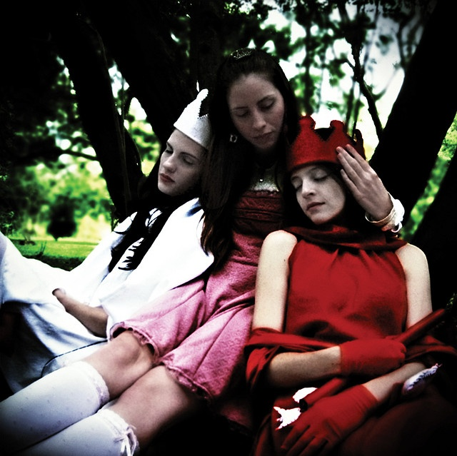 White Queen, Red Queen, and Alice