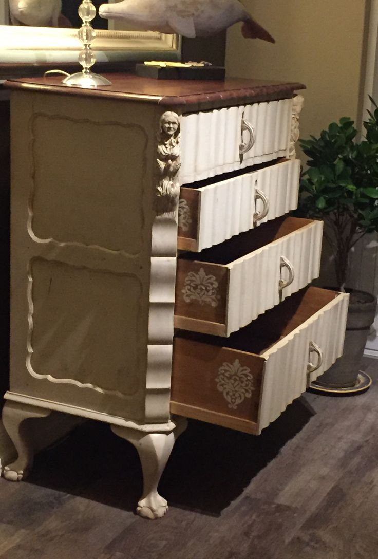 Stunning ball and claw chest of drawers with handcarved figurines. Excellent condition. Neg. https://www.facebook.com/linrossdesigns/