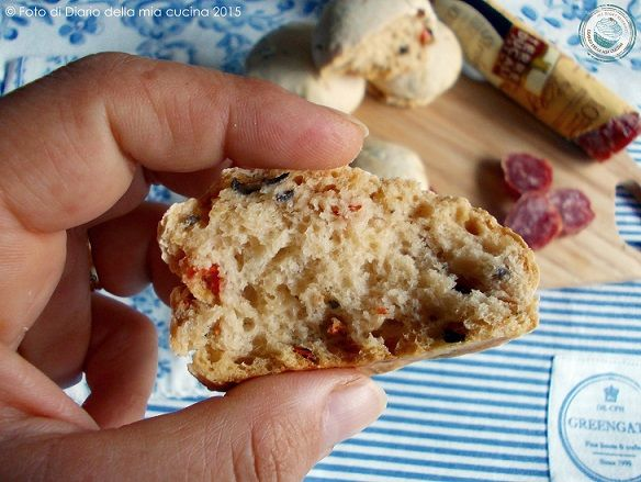 #bread #sourdough #italianfood #Panini con #lievitomadre #pomodorini e #olive