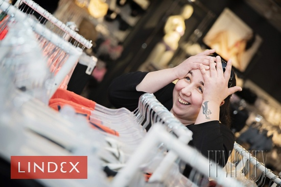 """Kolekcia značky Lindex je veľmi široká a ponúka možnosť obliecť celú rodinu od detí, teenedžerov, mužov až po ženy a ponúka taktiež nadmerné veľkosti. """"Betka si výber oblečenia skutočne užívala a vybraté sme mali veľmi rýchlo,"""" hovorí s úsmevom Mirka."""