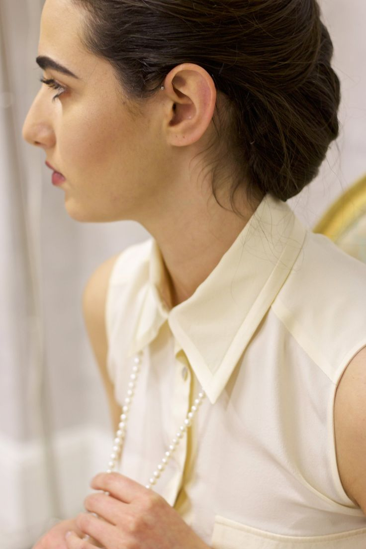 Sleeveless silk shirt with satin details - Cream