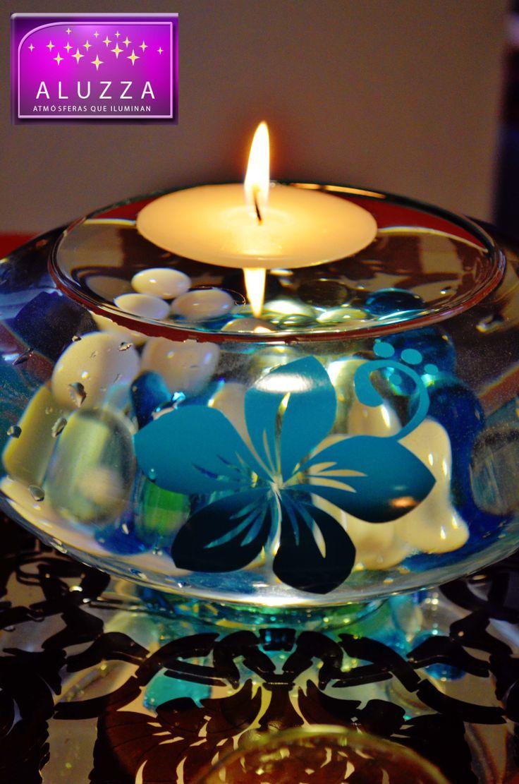 Centro de mesa con bowl ovalado con detalle de flores velas flotantes y colombiano de gemas - Centros con velas ...