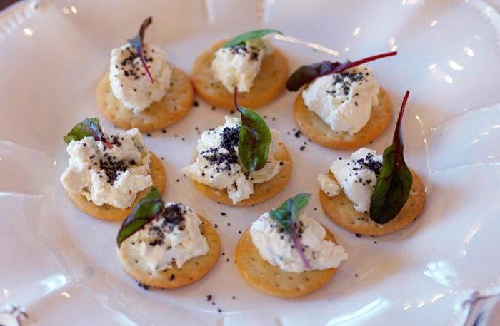 Kex med ostkräm och sesamfrön – salta tilltugg