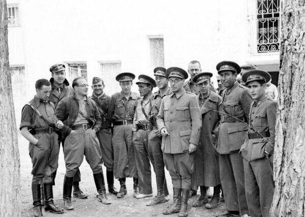 El Estado Mayor del.IV Cuerpo de Ejército con Cipriano Mera al frente. Mera fue, probablemente, el oficial más capaz surgido de las milicias.