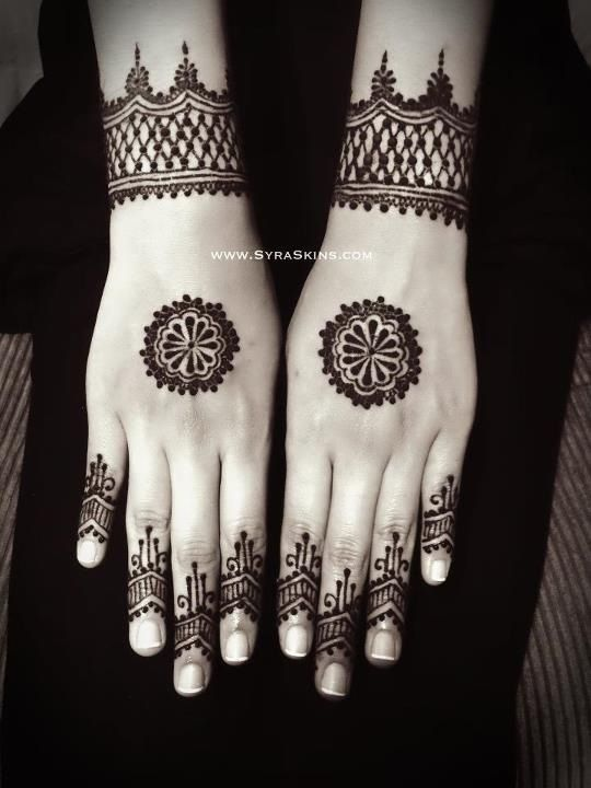 Simple henna design. Inspired.