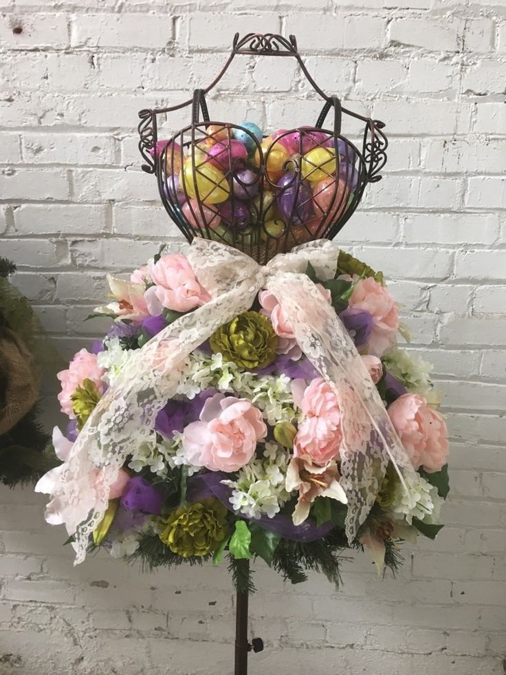 Easy DIY Floral Display on a Wire Dress Form – – Wilfride Kepers