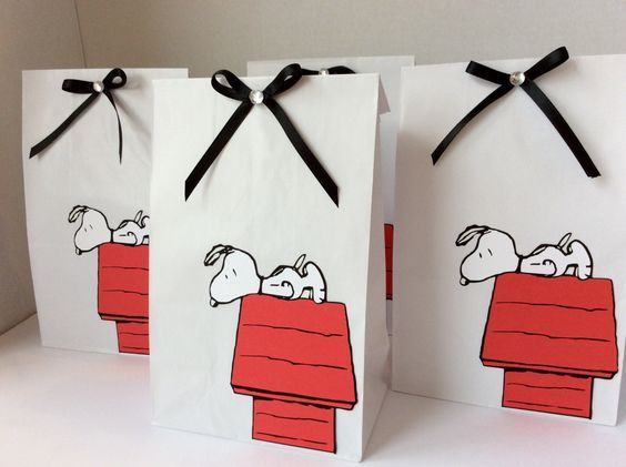 Snoopy,The Peanuts Gang, Party Favor Paper Bags,Birthday Decoration,Baby Shower,Wedding,Bridal,Favors,Goody Bags gifts for guests by LoveToFiesta on Etsy