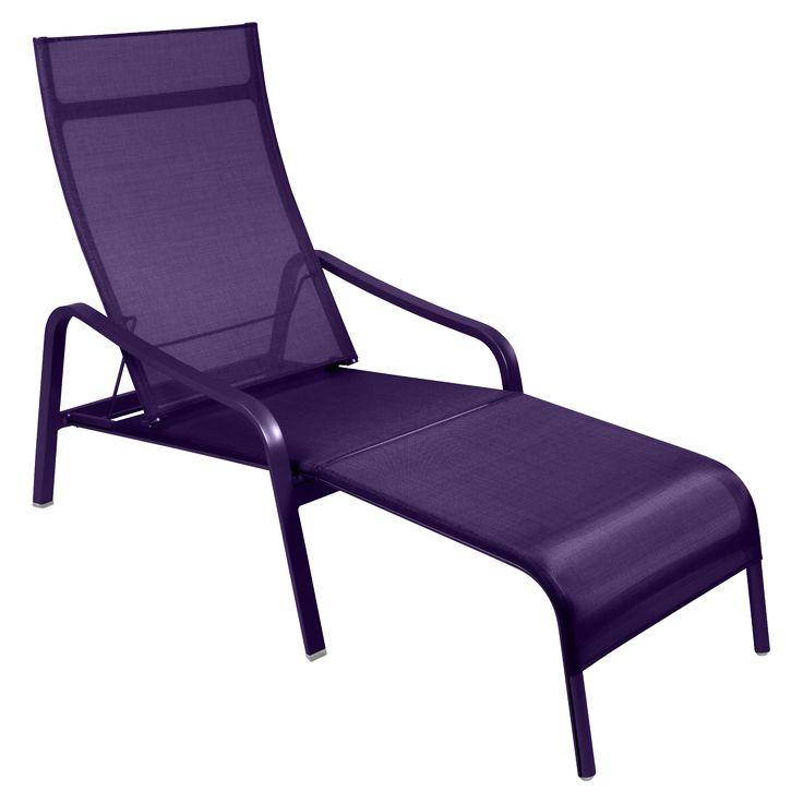 Jetzt bei Desigano.com Alizé Liegestuhl Gartenmöbel, Sonnenliegen von Fermob ab Euro 659,00 € ALIZÉ Liegestuhl von Fermob für den Garten, am Pool oder auf der Terrasse. Der 2-fach verstellbare Liegestuhl ist in 4 verschiedenen Farben erhältlich. - Struktur aus Aluminium mit Trennwänden und Aluminiumblech - Bezug aus reißfestem Technischen Outdoorgewebe - Rückenteil 2-fach verstellbar - Abnehmbares Fußteil mit Stecksystem (kann unter den Sessel geschoben werden) - durch ultrahochwirksame…