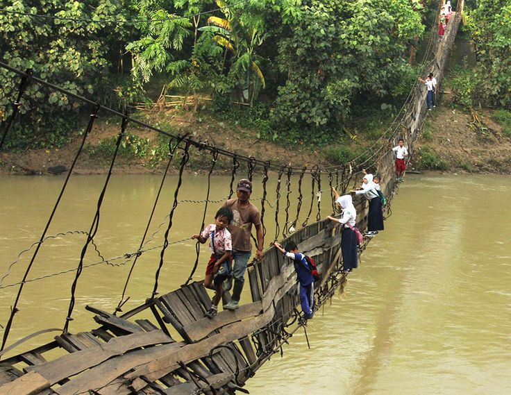 25 Of The Most Dangerous And Unusual Journeys To School In The World » Your kids will never complain about the bus again!!