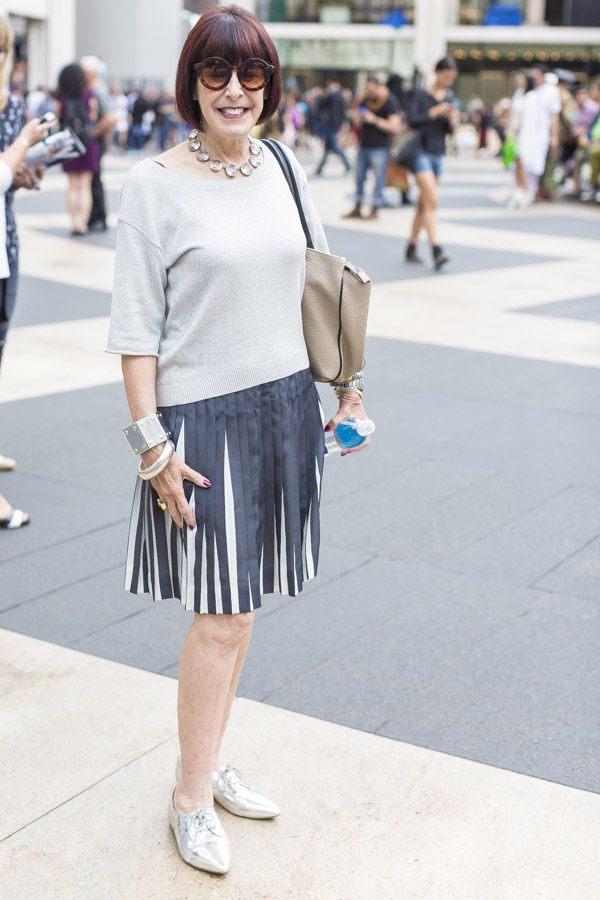 Chic gray skirt outfit idea  | 40plusstyle.com