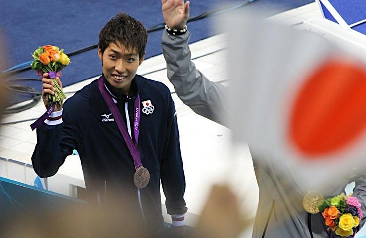 五輪・競泳 男子400メートル個人メドレー決勝で3位に入り、笑顔を見せる萩野公介