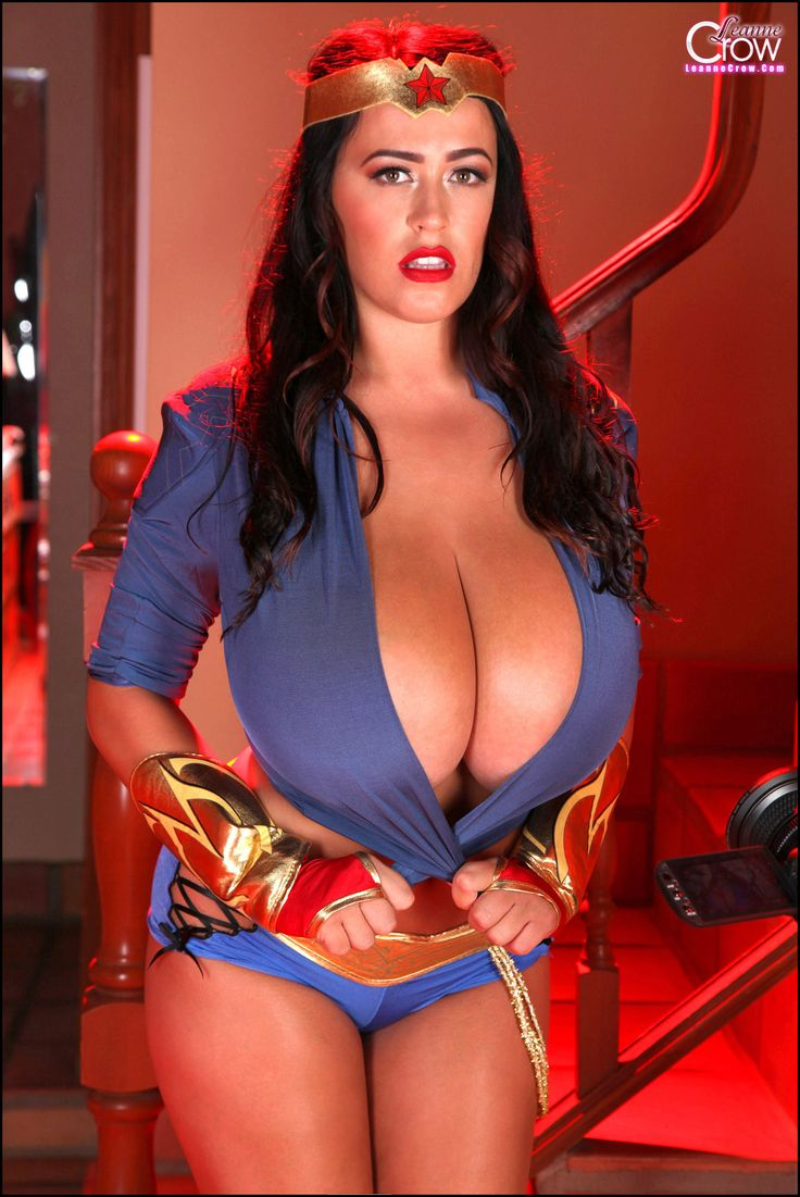Leanne Crow  Extra Curves  Wonder Woman, Voluptuous -3177